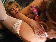 Mulher tem fantasias com travesti.
